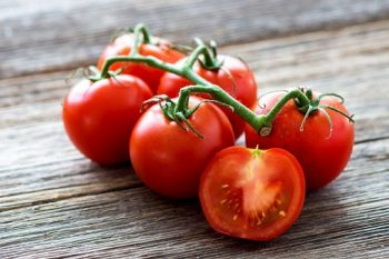 nutrition from tomatoes in pizza